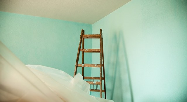 A ladder in a room that is being remodelled.