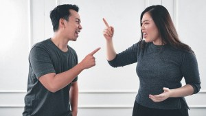 Two people fighting over sharing moving costs.