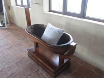 Kolevka za bebu iz 1700. godine napravljena je od jednog komada orahovog drveta