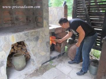 Đorđe loži vatru...