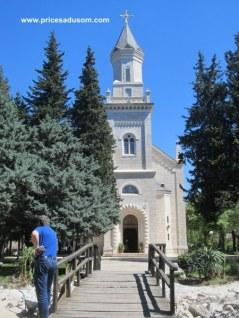 Srpska pravoslavna crkva u gradskom parku