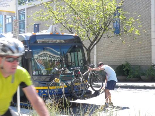 dscn5899-vancouver-translink-bikes-rack-on-bus