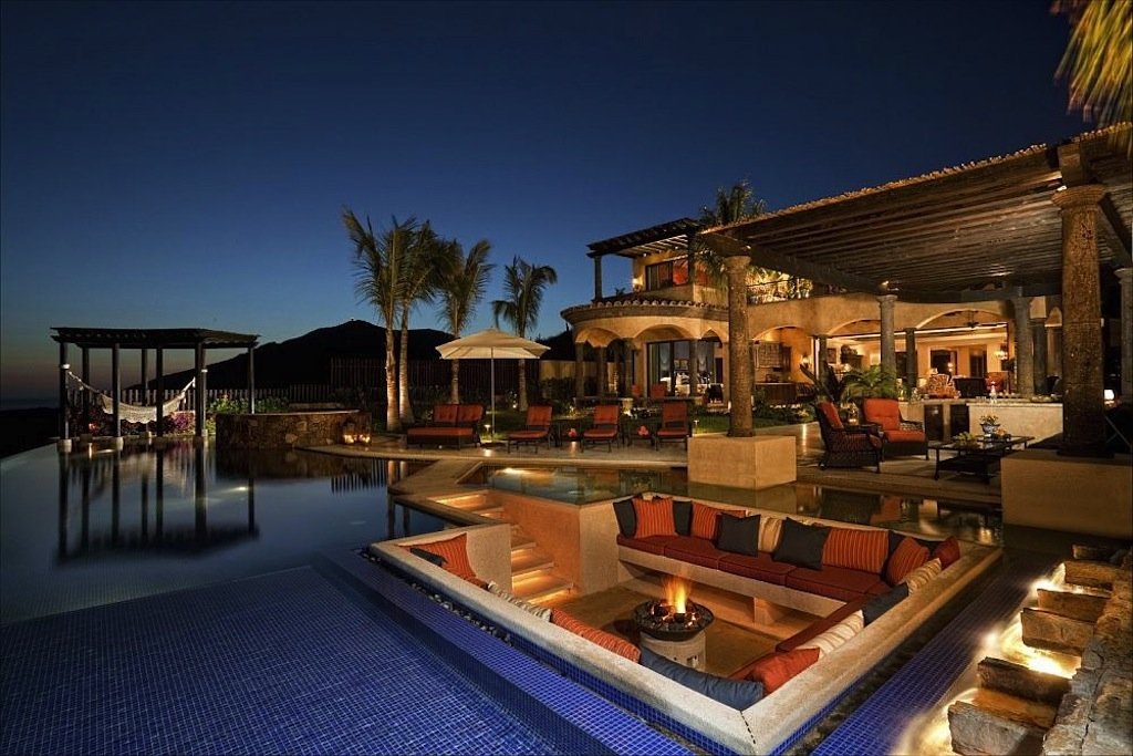 Luxurious Oceanfront Rental - Pricey Pads on Luxury Backyard Design id=54923