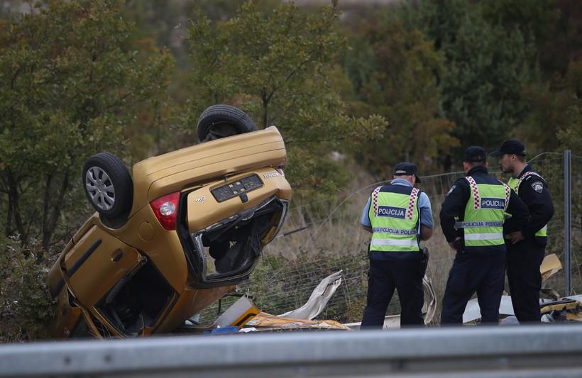 HOROR NA CESTAMA Jedna osoba poginula kod izlijetanja automobila