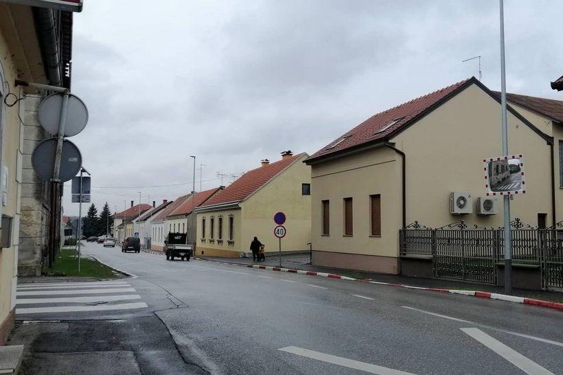 Nakon upozorenja policije, ŽUC u suradnji s Gradom Križevcima postavio zrcalo na križanju Smičiklasove i Grdenićeve