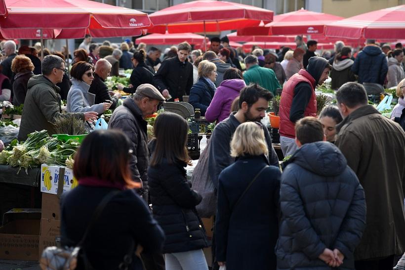 Usprkos upozorenjima, velike gužve na zagrebačkim tržnicama