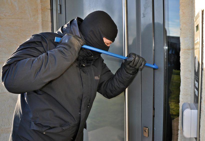 DOLIJAO TROJAC Ušli u kuću kroz prozor, ukrali stvari, ali nisu daleko stigli