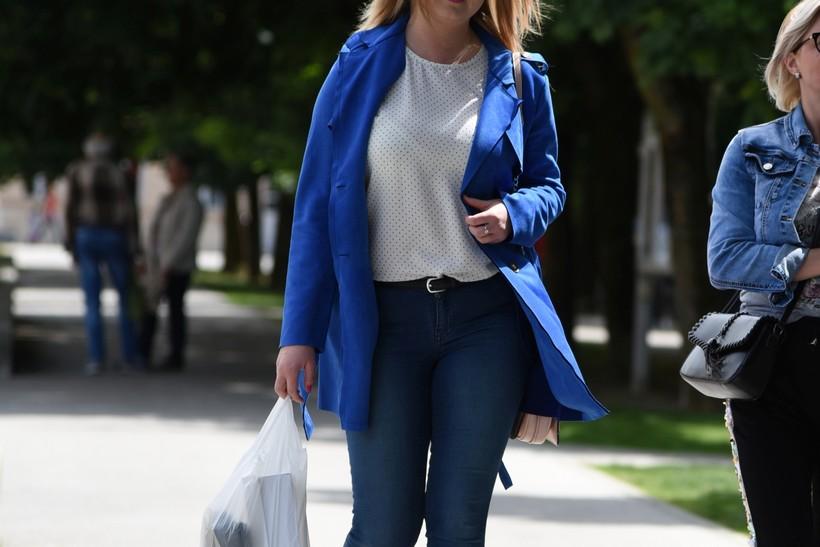Prelijepa plavuša oduševila plavim tonom