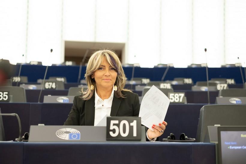 Sunčana Glavak: 'Svim radnicima moraju biti zajamčena jednaka prava, uvjeti i zaštita'