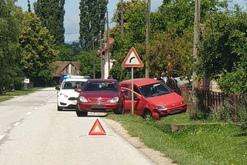 Prometna nesreća nedaleko od Križevaca; automobil završio u putnom jarku