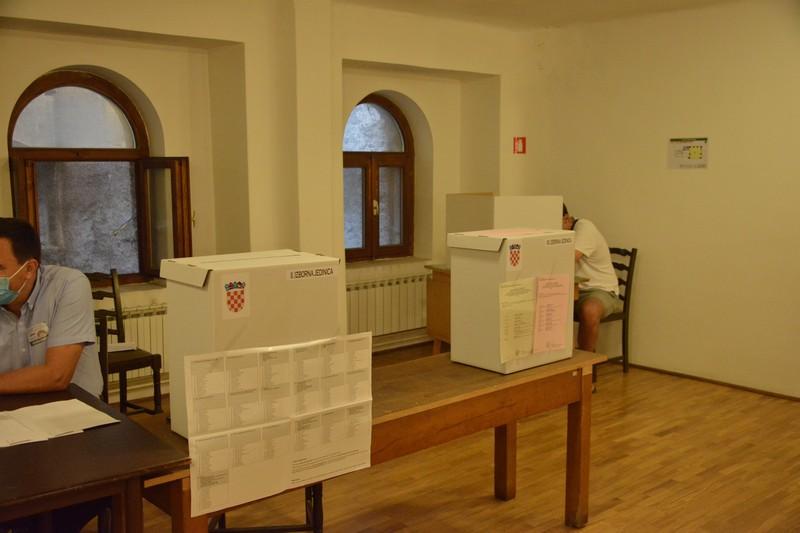 Lokalni izbori: Kandidatima u prosjeku 45 godina, liste bez žena