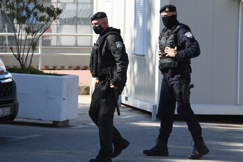 Policija nakon opće tučnjave izgrednike rastjerala suzavcem