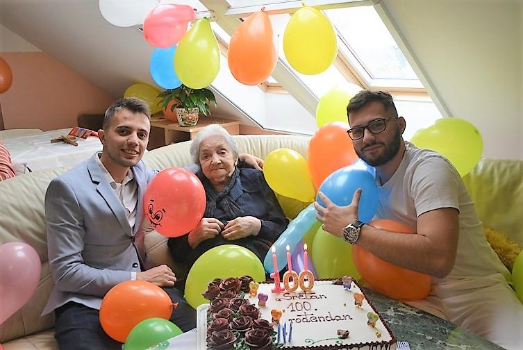 🖼️ 🎦 Baka Alojzija uz tortu, svjećice i balone proslavila 100. rođendan