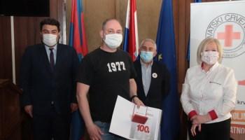 Gradonačelnik Križevaca Mario Rajn upriličio prijem za višestruke dobrovoljne darivatelje krvi; Jadranko Mihalić ušao u Klub 100