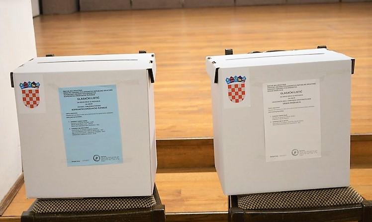 Prvi birači već su obavili svoju dužnost