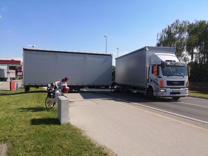 Kamion s prikolicom zaustavio promet