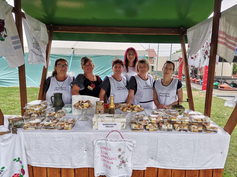 SLATKA ATMOSFERA U FARKAŠEVCU Graničarke pripremile ukusne kolače