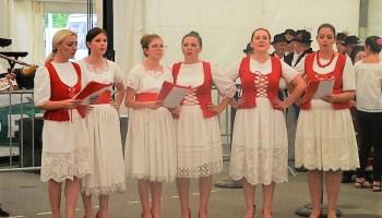 [FOTO] Kulturno-umjetnički program oduševio posjetitelje u Farkaševcu