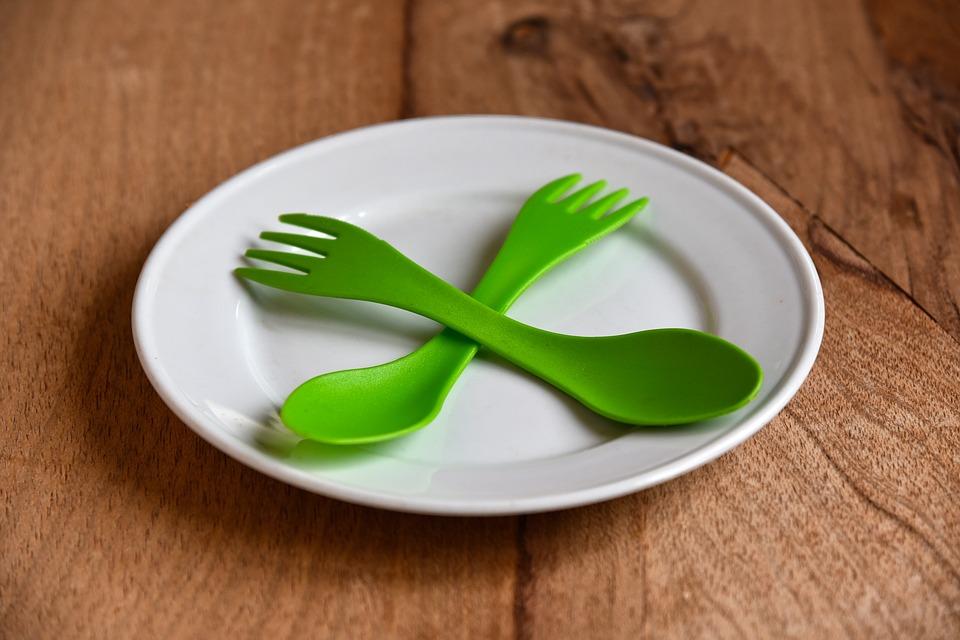 Zbogom plastičnim štapićima, slamkama….
