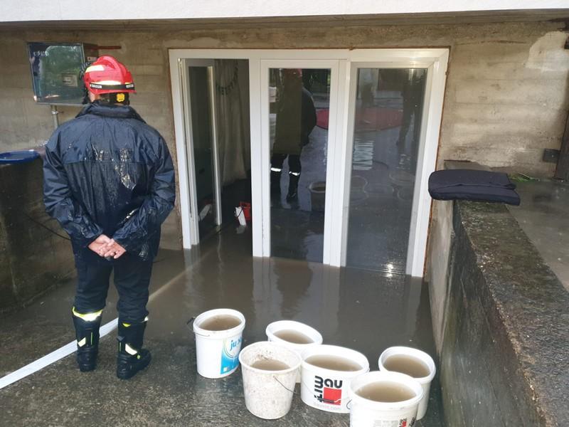 Zbog poplava više od 80 domaćinstava zatražilo pomoć vatrogasaca