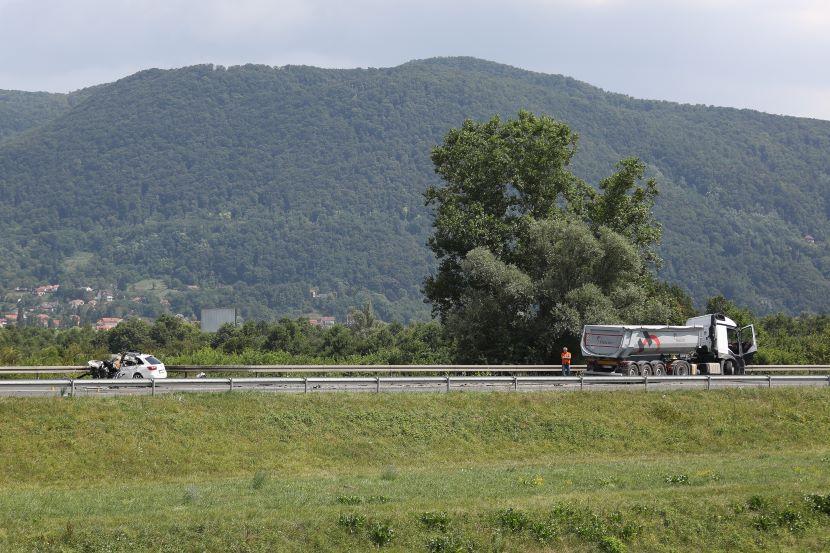 Policija objavila detalje prometne nesreće u kojoj je u sudaru s kamionom poginuo 23-godišnjak