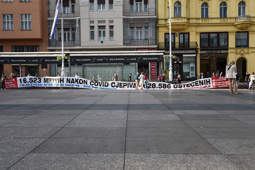 U Zagrebu osvanuo transparent protiv cijepljenja