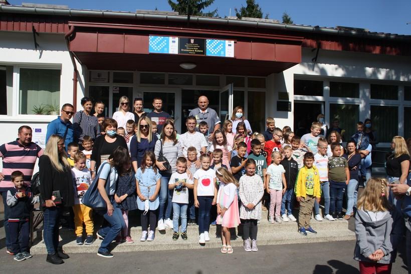 Prvi dan nove školske godine za vrbovečke prvašiće: Roditelji, djedovi i bake više uzbuđeni od učenika