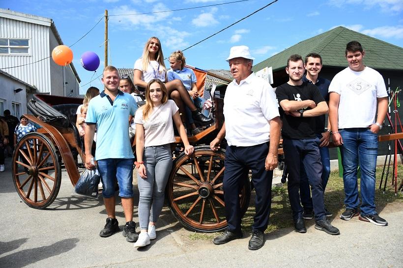 Bjelovar: Svadbena kočija s ABS kočnicama atrakcija je sajma u Gudovcu