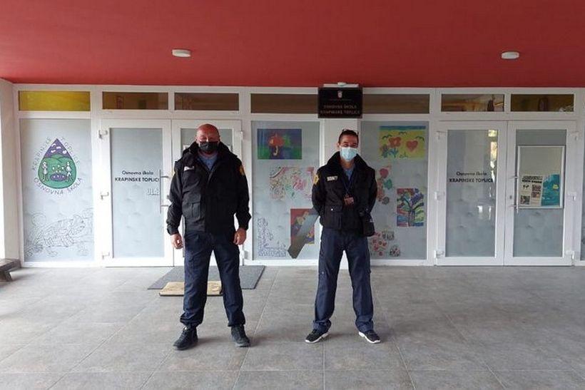 Dječak htio u školu bez maske – nisu ga pustili; Prosvjednici sve snimaju