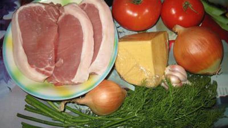 Свинина под сырно-томатной подушкой