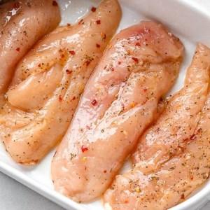 Сочная куриная грудка под соусом