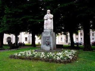 Bergamo Città dei Mille Monumento a Cucchi
