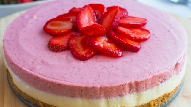 Recept na jahodový nepečený dezert se sušenkovým základem