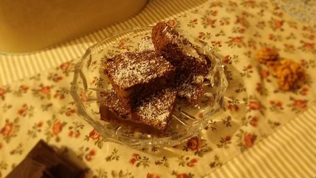 Recept na perník s vlašskými ořechy, kakaem a kokosem