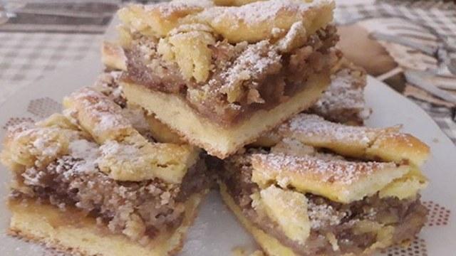Recept na mřížkovanou ořechovou buchtu s džemem