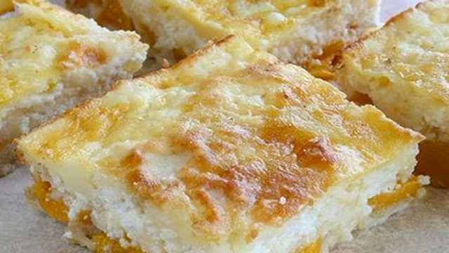 Recept na tvarohový koláč s broskvemi