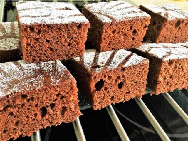 Recept na čokoládové řezy se zakysanou smetanou