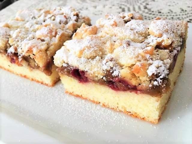 Višňový koláč se žmolenkou