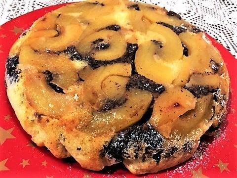 Obrácený koláč s jablky a mákem