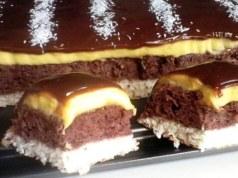 Chutný čokoládový dezert se žloutkovým krémem a kokosem