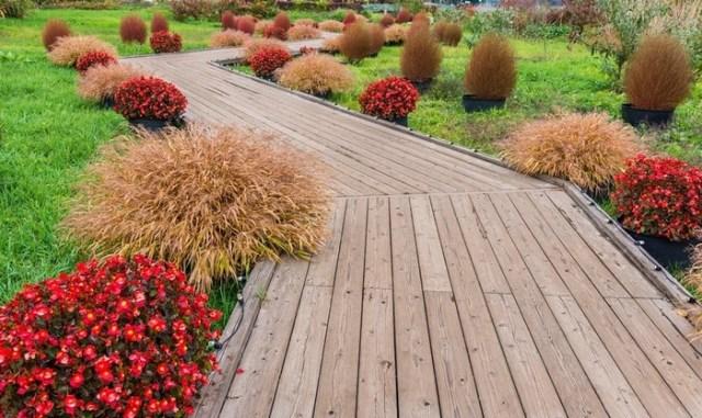 zahradní chodníčky ze dřeva