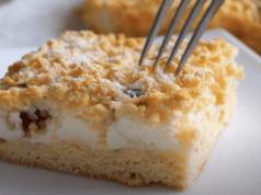 Úžasný recept na chutný koláč se zakysanou smetanou – recept si uložte!
