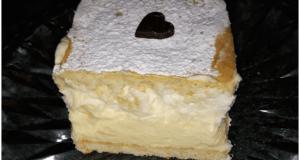 Recept na medové řezy s vanilkovým krémem a šlehačkou