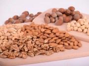 nuts 3248743 1280