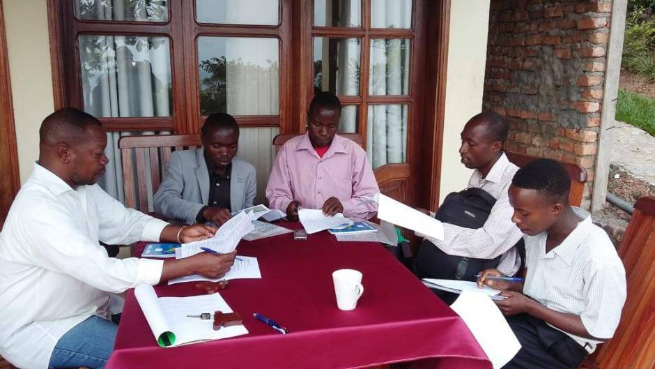 Mambo Bashi Mulenda (right), Community Development Specialist at PEx conducting a training for the interviewers before launching the socio-economic survey in two villages surrounding the monkey habitat at Bulolero.