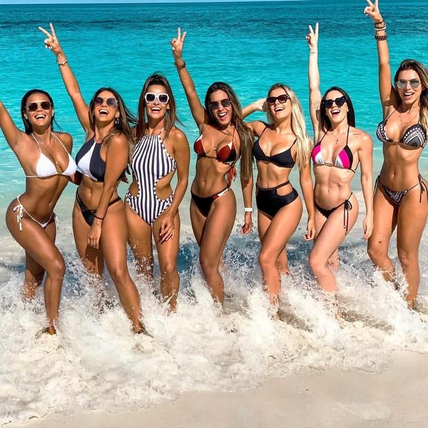 Bailarinas do 'Faustão' curtem as praias paradisíacas do Caribe