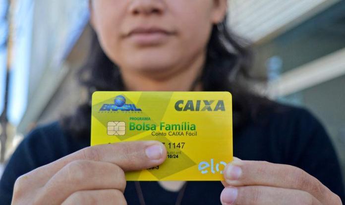 Beneficiários devem ficar atentos às mensagens no extrato de pagamento do Bolsa Família