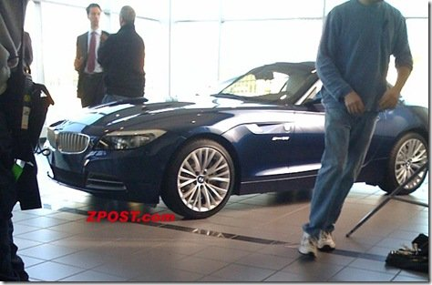 NOVA BMW Z4 É FLAGRADA SEM DISFARCES