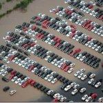 Temporal faz pátio da Ford e Mercedes-Benz inundarem