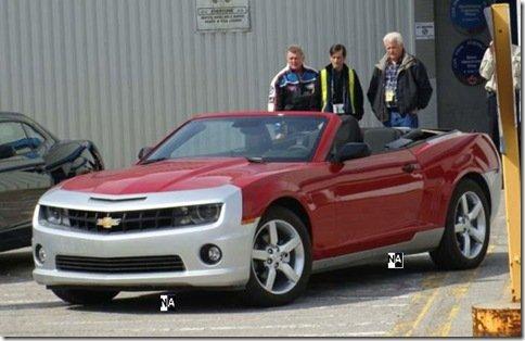 Novo camaro conversível é flagrado em testes no Canadá